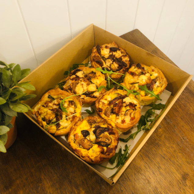 Oven baked cocktail garden quiches