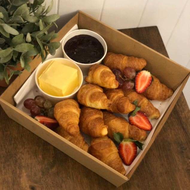 Pettite butter croissants (with butter & jam)